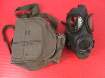 post-Vietnam US Army Gas Mask w/Canvas Carry Bag  - Dated 1985 - XLNT