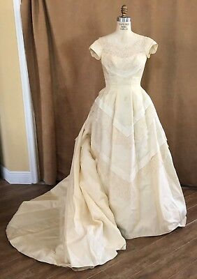 XS / S Custom Couture Dopp's wedding dress train ivory 1960 cap sleeve crinoline