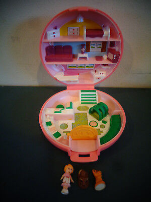 1989 Bluebird Polly Pocket Buttons Animal Hospital Vet Complete W/Doll Dog Cat
