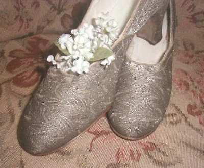 Antique 1920s Silver Metallic Brocade Evening Shoes Flapper High Heel Apprx a 6