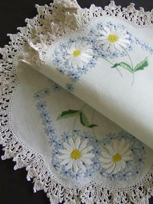 Beautiful Vintage Hand Embroidered Centre - White Shasta Daisies - Crochet Edge