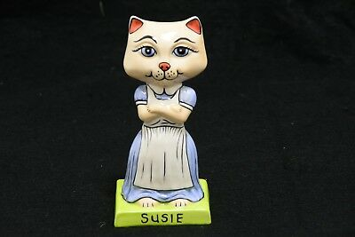 Lorna Bailey Pottery 'Susie' Cat Ornament - Base Signed Lorna Bailey (FEB137)