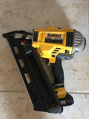 Dewalt 20V Max XR Dual Speed Battery Powered Framing Nailer DCN692