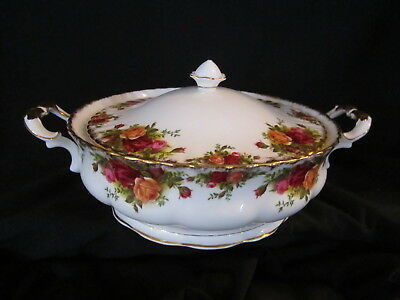 Royal Albert -OLD COUNTRY ROSES - Covered Vegetable Bowl - Made In England