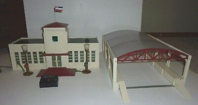AMERICAN FLYER 799 AUTOMATIC TALKING STATION & 792 RAILROAD TERMINAL Working!