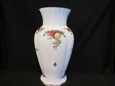 Royal Albert - OLD COUNTRY ROSES - Vase - Made In England