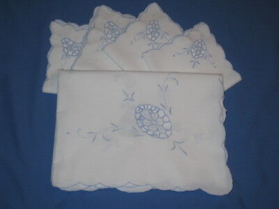 """Vtg MADEIRA BLUE EMBROIDERED  OPEN WORK FABRIC 31"""" X 33"""" TABLECLOTH  + 4 NAPKINS"""