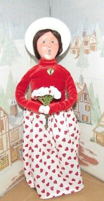 BYERS CHOICE CAROLER Valentine Woman with Flowers & Locket 2018 *