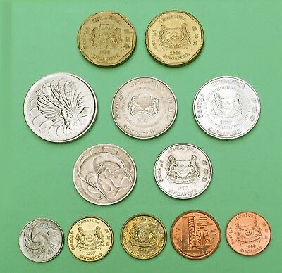 SINGAPORE:-12 different 20th century post independence circulation coins. AP7307