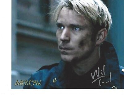 Wil Traval 8x10 photo signed Arrow Christopher Chance Human Target