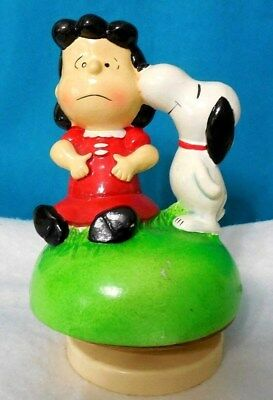 Sankyo Peanuts Snoopy Kissing Lucy Music Box Copr1968 Song Close to You