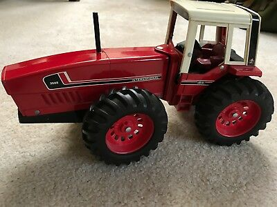 RARE FIRST EDITION Ertl International Harvester IH 3588  2+2 Toy Tractor 1:16