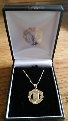 Manchester United 9ct Yellow Gold Chain and Crest