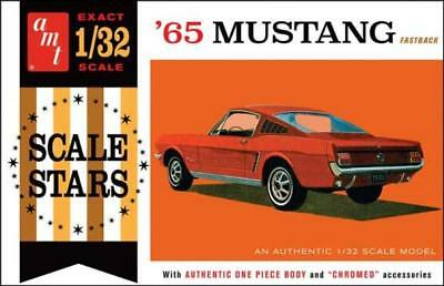AMT 1042 1965 Ford Mustang Fastback plastic model kit 1/32