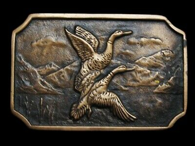 MA27134 VINTAGE 1970s BTS **DUCKS LAUNCHING FROM POND** SOLID BRASS BELT BUCKLE