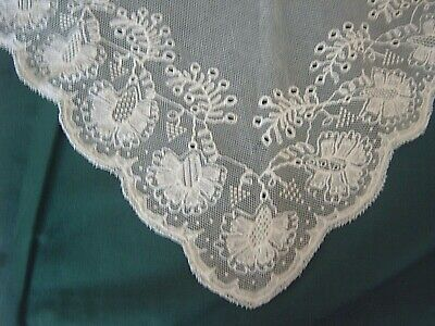 ** Vintage Lace - Embroidered Tulle With Lace Border - Small Shawl - Pretty [L]