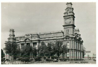 (DEL 832) Postcard - Australia - VIC - Bendigo Town Hall (old) and Pottery