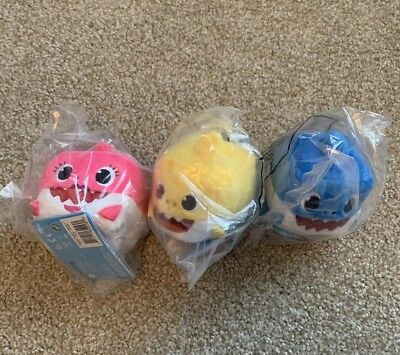 All 3 Baby Sharks - Baby, Daddy, & Mommy Official WowWee Pinkfong Song Plush Toy