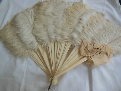 Antique Edwardian Creamy Ostrich Full Fluffy Feather Hand Fan