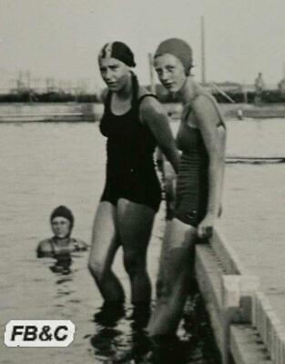 Original German Photograph - 3 Girls in Swimming Costume - Broitzem 1933
