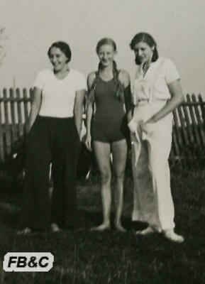 Original German Photograph - 3 Girls Posing - Broitzem 1933