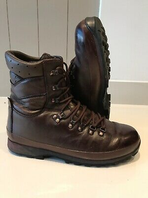 Size 9 L brown altberg defender military boots!Excellent Condition!latest Issue!
