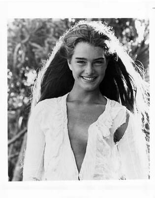 BROOKE SHIELDS great 8x10 still THE BLUE LAGOON -- f487