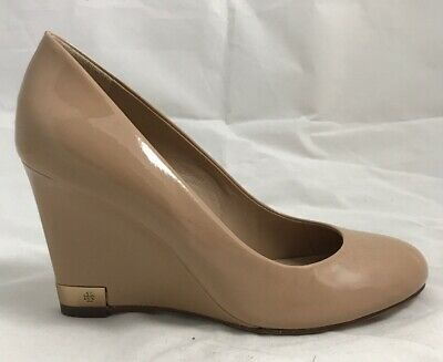 6e75ef55fc9c Tory Burch Astoria Patent Leather Wedge Pump Beige Size 6 GREAT CONDITION