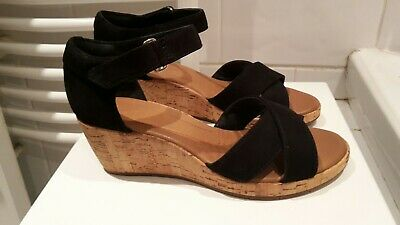 e761362c82d Ladies Clarks Unstructured Un Plaza cross Black suede Wedge Sandals Size 5  E 39