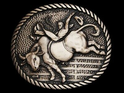 MF19135 VINTAGE 1980s **COWBOY RIDING BUCKING BULL** SOLID BRASS RODEO BUCKLE