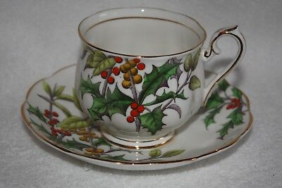 "Royal Albert Fine Bone China ""Flower of the Month"" Teacup and Saucer ""Holly"" (De"