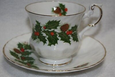 """Rosina/Queen's Fine Bone China Footed Gold Trim """"Yuletide"""" Teacup and Saucer"""