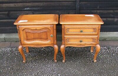 Louis Xv Style French Pair Of Carved Oak Bedside Cabinets - (C28)