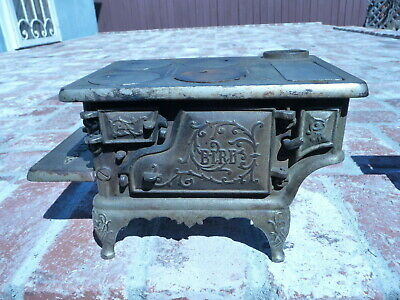 """ANTIQUE CHILDS CAST IRON PLAY TOY COMPANY COOK STOVE / RANGE """" THE BIRD """" 1890s"""