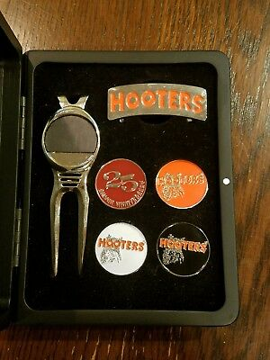 Rare HOOTERS 25TH Silver ANNIVERSARY Clip Accesory Magnetic Badge Box Set