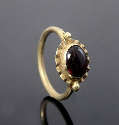 Roman Gold Ring Set With Garnet (M365)