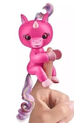 Fingerlings Skye Baby Unicorn ToysRUs Exclusive Fingerling Interactive Toy RARE