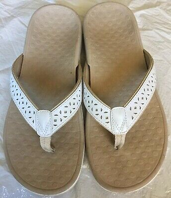 dedad6c5092 Excellent Condition Orthaheel Tide II Vionic Thong Sandals Sz 8 Cream Off  White.