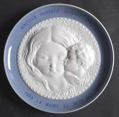 """LLADRO """"Kiss of the Child"""" Mother's Day Collector Plate"""