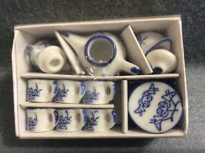 Dolls House - Tea Set In A Blue And White Pattern - Kitchen 1.12 Scale