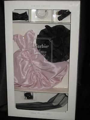 Blush Becomes Her Fashion 2001 Silkstone Barbie NRFB Gold #29652 By Robert Best