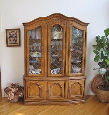 Drexel Heritage Lighted Country French China Cabinet Breakfront Medium Wood Tone
