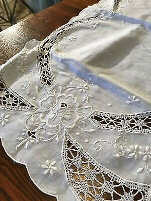 Vintage Madeira Hand Embroidery Crochet Linen Table Runner/Exquisite !