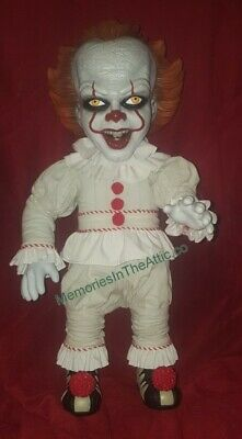 "Mezco Mega Scale 15"" 2017 IT Pennywise Talking Jumbo Clown Horror Figure MDS NEW"