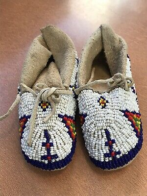 Antique Native American Indian Pair Of Beaded Childs Moccasins 1930s