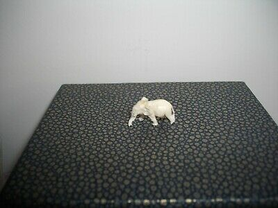 Antique Chinese finely carved miniature of an elephant 2 cms long
