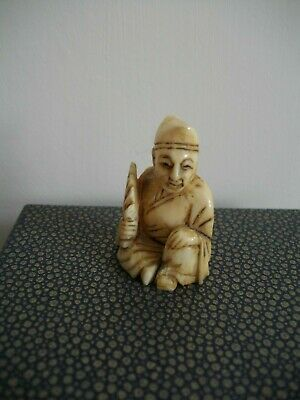 Antique Japanese Meiji Period finely carved figural netsuke
