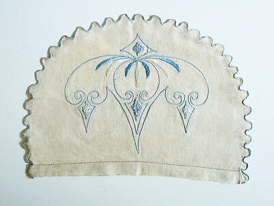 ARTS & CRAFTS EMBROIDERED LINEN TEA COZY – c. 1910