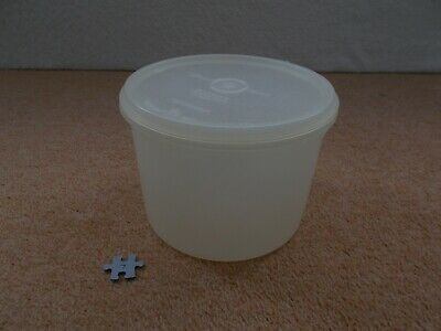 VINTAGE RETRO TUPPERWARE - WHITE STORAGE CONTAINER WITH LID - 16.5cm