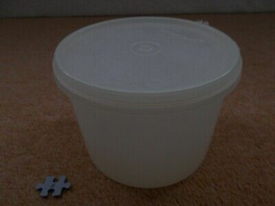 VINTAGE RETRO TUPPERWARE - SMALL WHITE STORAGE CONTAINER WITH LID - 15cm